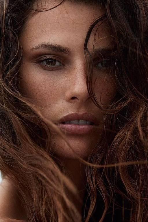 Imagens da modelo Dayane Mello