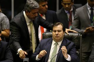 Deputado Arthur Lira, líder do PP na Câmara, conversa o presidente da Câmara, Rodrigo Maia