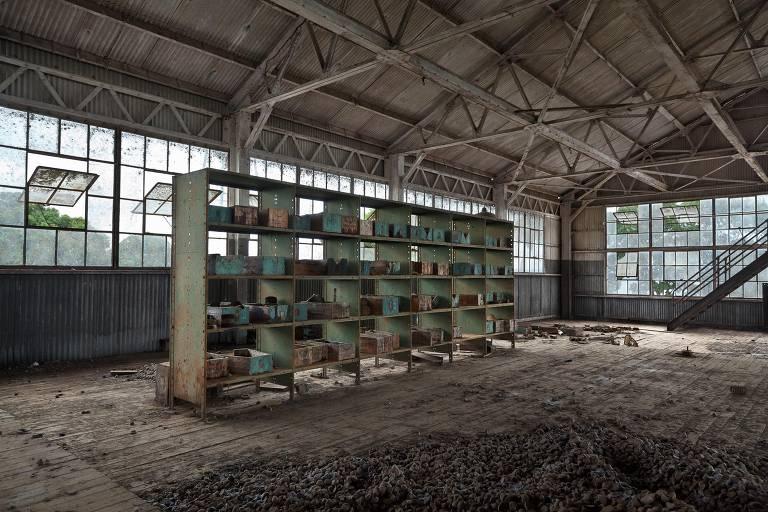 Artista documenta ruínas de Fordlândia, cidade construída e depois abandonada pela montadora na Amazônia