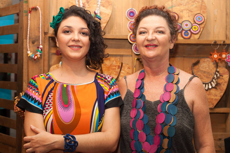 Tainah e Kátia Fagundes, filha e mãe, que lideram o negócio social Da Tribu, que trabalha com moda sustentável e ajuda a gerar renda para comunidade extrativista no Pará