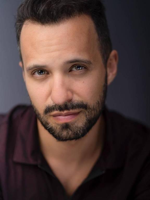 Imagens do cantor e ator Rodrigo Massa