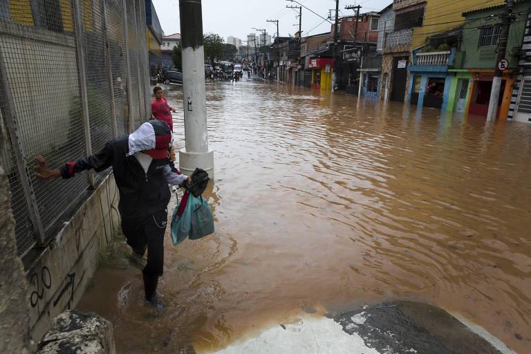 Chuva deixa estragos na capital nesta terça-feira (12)