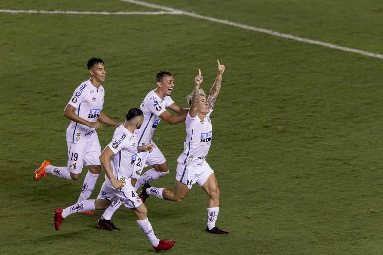 Melhor em campo, segundo a Conmebol, Soteldo comemora seu gol contra o Boca Juniors, o segundo do Santos na vitória por 3 a 0