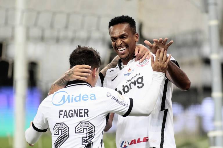 Corinthians goleia Fluminense e entra na briga por vaga na Libertadores