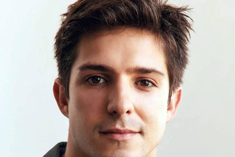 Igor Cosso sobre homofobia na TV: 'Falaram que não seria bom ator gay se assumir'