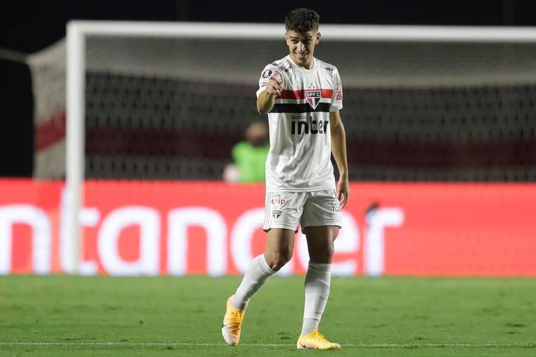Reserva mais utilizado por Diniz com 16 apresentações saindo do banco, Vitor Bueno tem apenas dois gols no Brasileiro, um deles entrando como substituto. Foi o segundo da vitória por 2 a 0 sobre o Palmeiras, no primeiro turno, em outubro de 2020. Seu último gol pelo São Paulo, inclusive