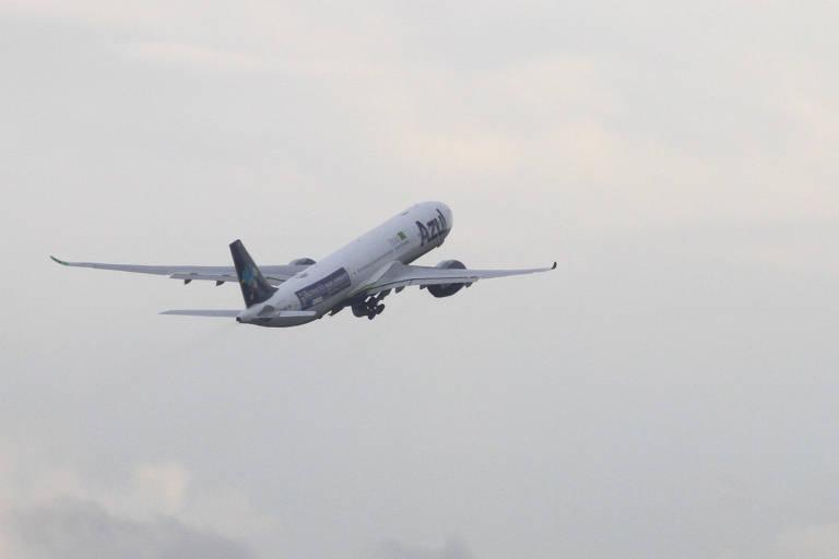 Decolou do aeroporto de Viracopos em Campinas, interior de São Paulo, na tarde desta quinta-feira (14)