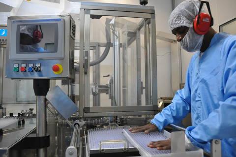 Empresas buscam governo por aval para comprar 33 milhões de doses da vacina de Oxford