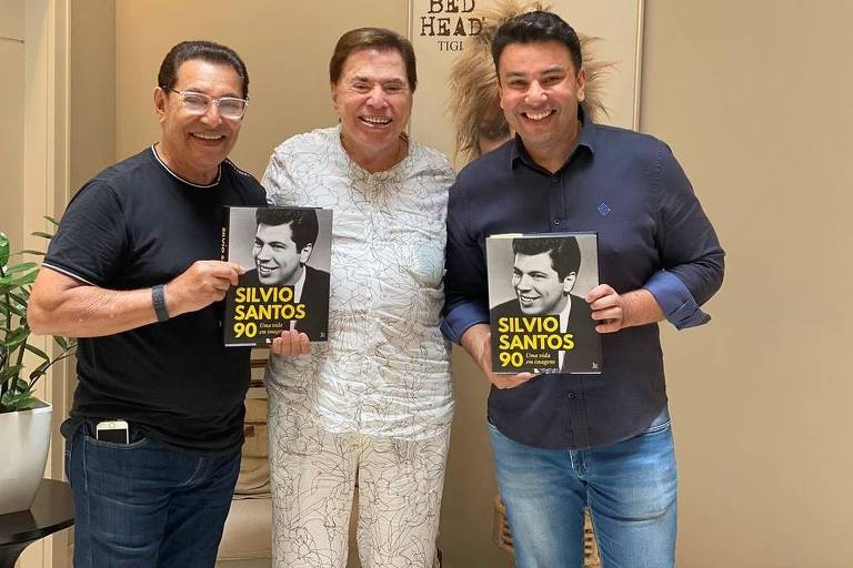 Silvio Santos ao lado do cabeleireiro Jassa e de Robson Jassa