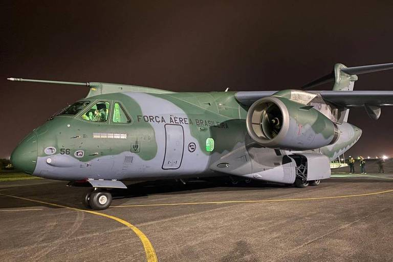 Avião de transporte KC-390 após levar 8 t de equipamento médico para Manaus, na quarta