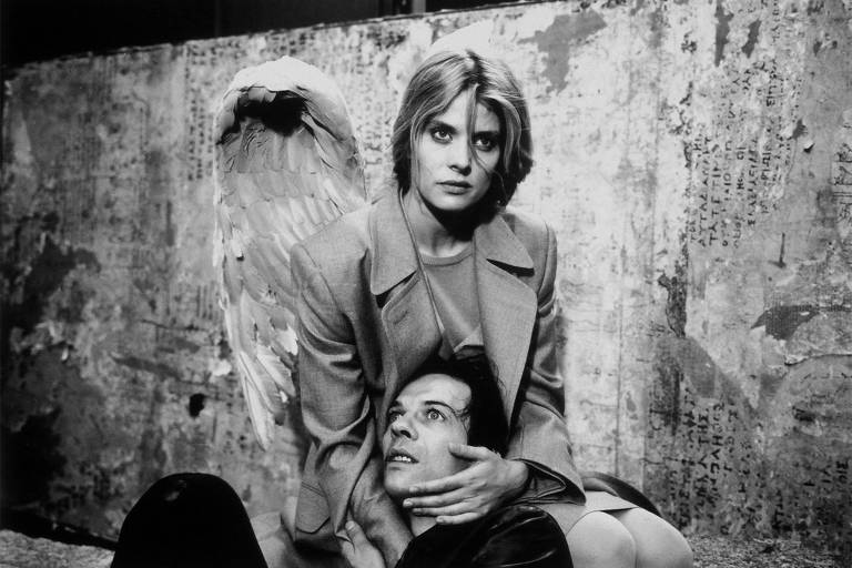 """Nastassja Kinski em cena de """"Tão Longe Tão Perto"""" (1993), de Wim Wenders"""