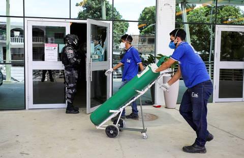 'Fomos além do que somos obrigados a fazer', diz Bolsonaro sobre falta de oxigênio em Manaus