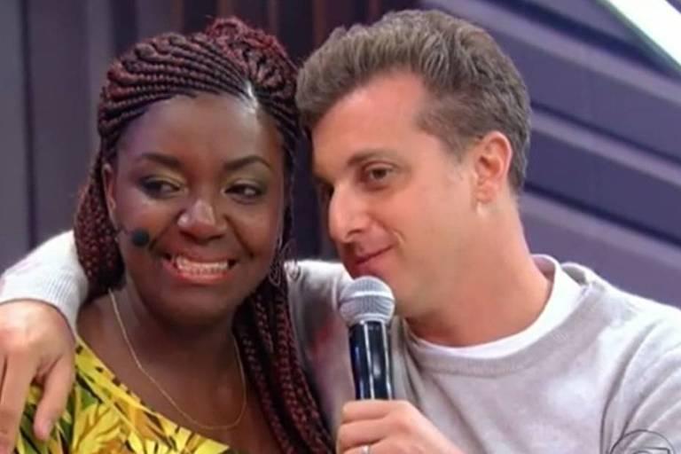 A manicure Vânia e o apresentador Luciano Huck