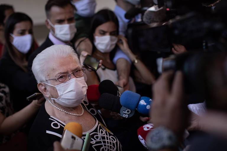 A deputada federal Luiza Erundina (PSOL-SP), após votar nas eleições municipais pela Prefeitura de São Paulo, em que disputava como vice na chapa de Guilherme Boulos