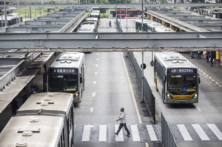 Prefeitos pedem a Guedes socorro de R$ 5 bilhões a empresas de transporte coletivo