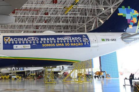 RECIFE Decola hoje (15) do Recife em direção a Mumbai, na Índia, o avião da companhia aérea Azul que vai buscar os 2 milhões de doses da vacina contra a covid-19 importadas do país asiático.Crédito  Aeronave trará da Índia 2 milhões de doses da vacina contra a Covid-19 ao Brasil Foto Tony Winston / MS Divulgação