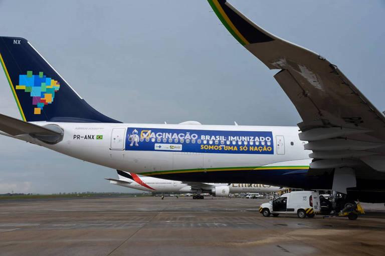 Avião da Azul que iria buscar vacinas na Índia no aeroporto de Viracopos, em Campinas