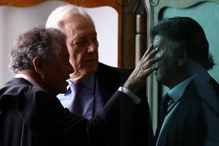 Marco Aurélio Mello (esq.), Ricardo Lewandowski e Luiz Fux em antessala do plenário do STF