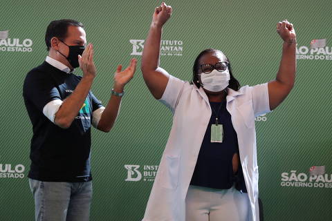Vacinação adiantada de Doria divide governadores e gera mal-estar em grupo de WhatsApp