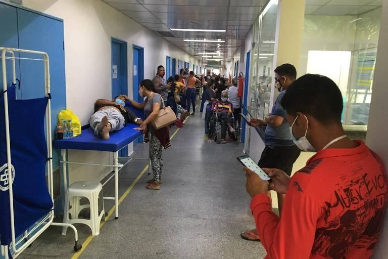 Manaus, 16 de janeiro de 2021. Corredor lotado de pacientes com Covid-19 no hospital Platão Araújo, na zona leste de Manaus, neste último sábado (16)