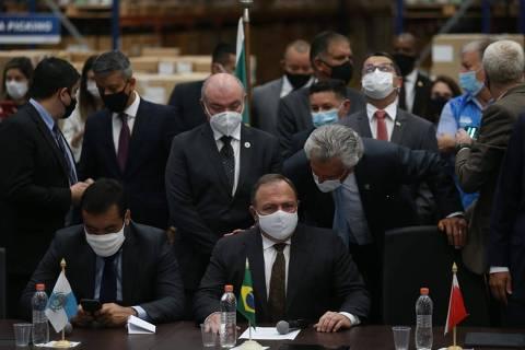 Após pressão de governadores, vacinação nacional contra Covid é antecipada e começa nesta segunda (18)