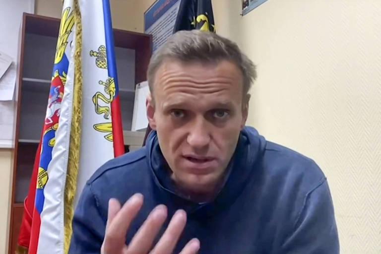 Navalni fala em seu canal do YouTube enquanto espera a audiência numa corte nos arredores de Moscou