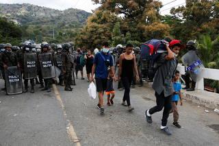 Guatemalan security forces begin clearing U.S.-bound migrant caravan, in Vado Hondo