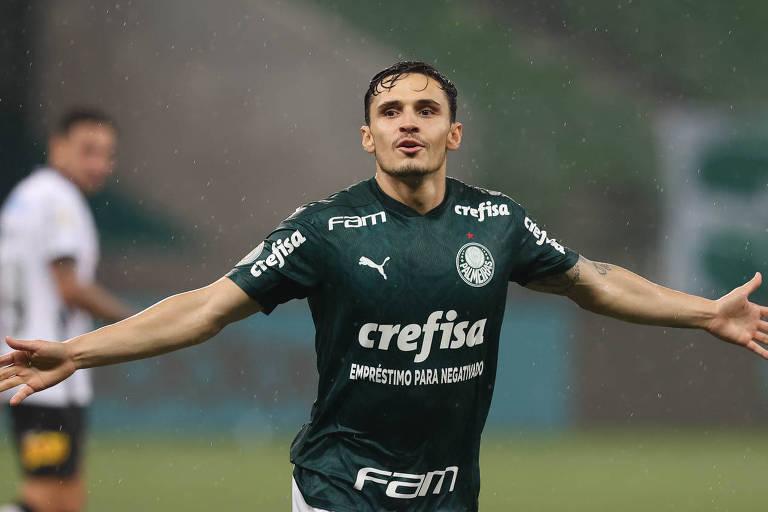 Raphael Veiga comemora o seu primeiro gol na vitória sobre o Corinthians