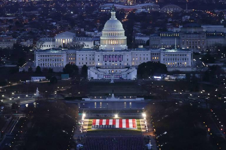 O Capitólio, sede do Legislativo dos EUA, preparado para a posse de Joe Biden
