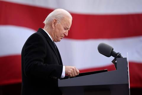 Biden toma posse como presidente dos EUA em meio a crises sanitária e de segurança