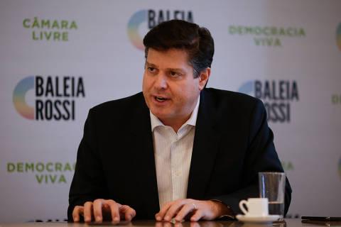 BRASILIA, DF,  BRASIL,  07-01-2021, 12h00: O deputado Baleia Rossi (MDB-SP), candidato à presidência da câmara dos deputados, durante entrevista em seu gabinete. (Foto: Pedro Ladeira/Folhapress, PODER) ***EXCLUSIVO***