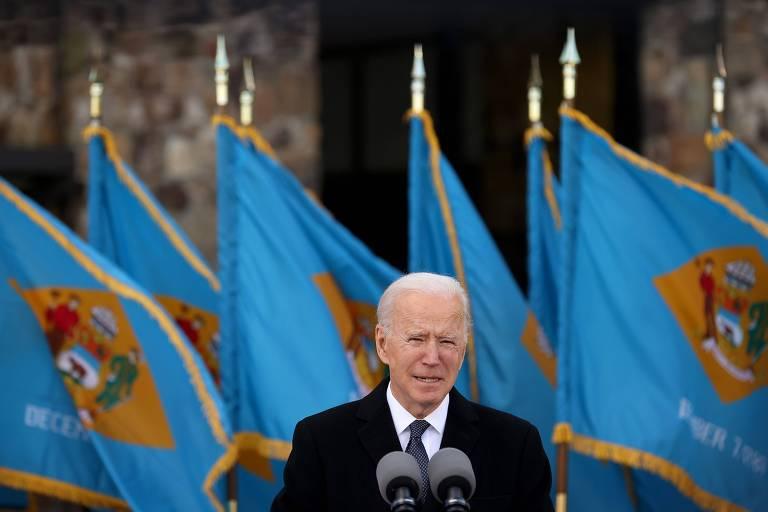 O presidente eleito dos EUA, Joe Biden, durante entrevista coletiva em Delaware, antes de partir para Washington