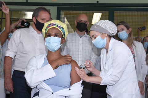 São Paulo, SP, 19.01.2021- Profissionais de saúde da capital paulista recebem dose de Coronavac em Hospital de Pirituba.  Crédito: Divulgação/SMS