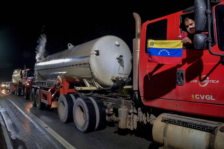 Cinco caminhões com oxigênio da Venezuela chegam a Manaus