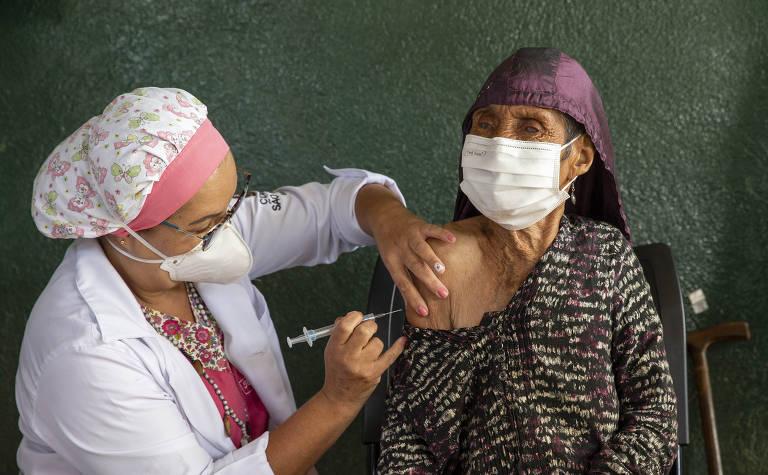 Indígenas começam a ser vacinados