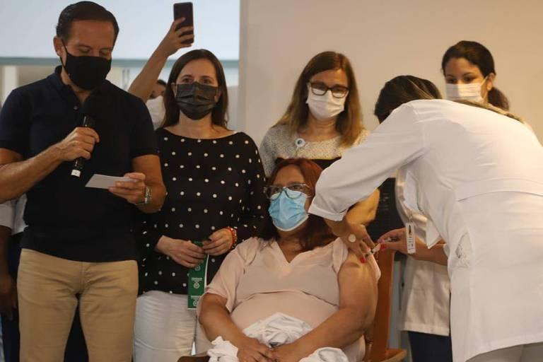 O governador João Doria deu inicioa a Abertura da Campanha de Vacinação contra Covid-19 em Santos, no Complexo Hospitalar dos Estivadores. Av. Conselheiro Nébias, nº 401, bairro Encruzilhada.