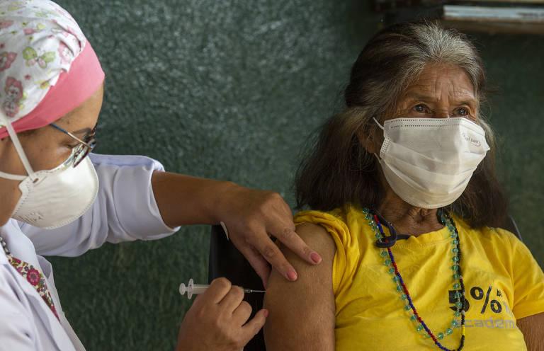 Indígenas de SP começam a ser vacinados