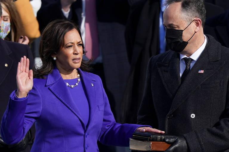 Kamala Harris faz juramento para assumir como vice-presidente