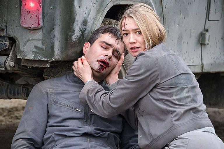 """Cena do filme """"Estranho Passageiro - Sputnik"""" (2020), de Egor Abramenko"""