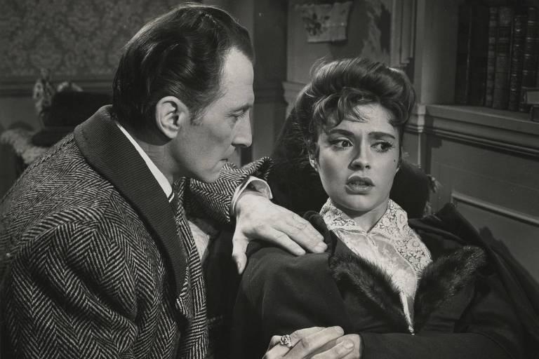 Cena de 'As Noivas de Drácula' (1960), com Peter Cushing e Martita Hunt