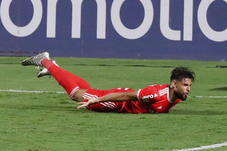 Yuri Alberto comemora gol contra o São Paulo no Morumbi