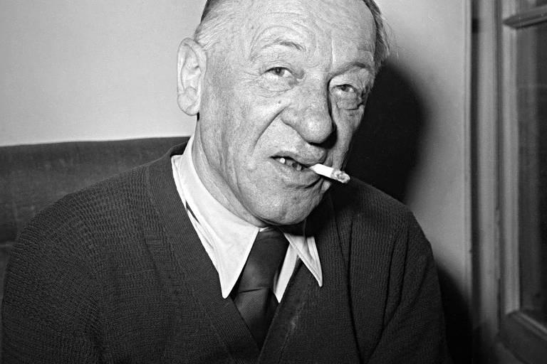 Foto de Blaise Cendrars, com um cigarro na boca, em 1961