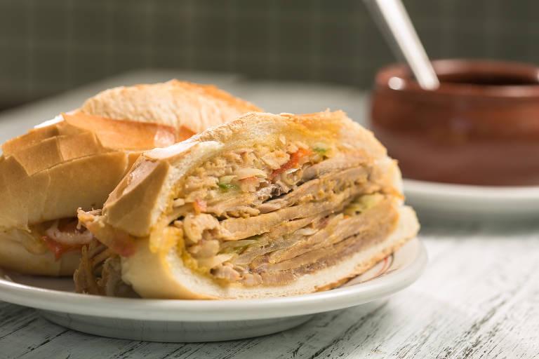 Veja fotos do sanduíche de pernil do Estadão