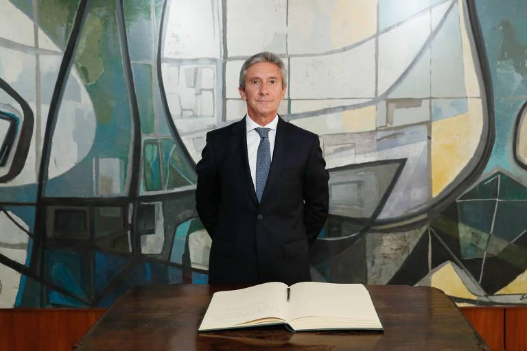 Embaixador de Portugal, Luís Faro Ramos, durante assinatura do Livro dos Embaixadores Estrangeiros em Brasília