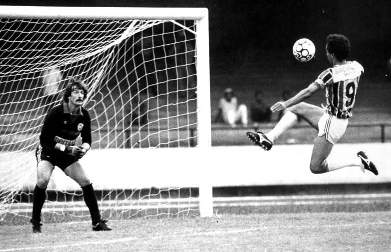 Futebol: o jogador Careca da equipe do São Paulo, durante jogo, em 1985