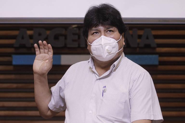 Evo Morales, ex-presidente da Bolívia, usa máscara de proteção contra o coronavírus