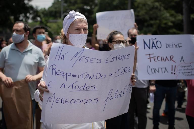 Protesto de proprietários de restaurantes, na avenida Morumbi, contra o fechamento dos estabelecimento por causa da entrada na Fase Vermelha