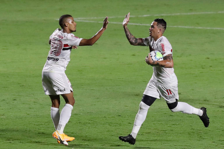 Luciano retornou à equipe e marcou na goleada sofrida para o Internacional, no Morumbi