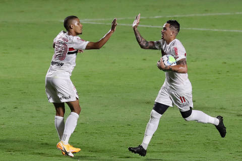 Soccer Football - Brasileiro Championship - Sao Paulo v Internacional - Estadio Morumbi, Sao Paulo, Brazil - January 20, 2021 Sao Paulo's Luciano celebrates scoring their first goal with teammate REUTERS/Amanda Perobelli