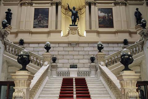 Escadaria do salão nobre, espaço que faz parte do eixo monumental do Museu do Ipiranga